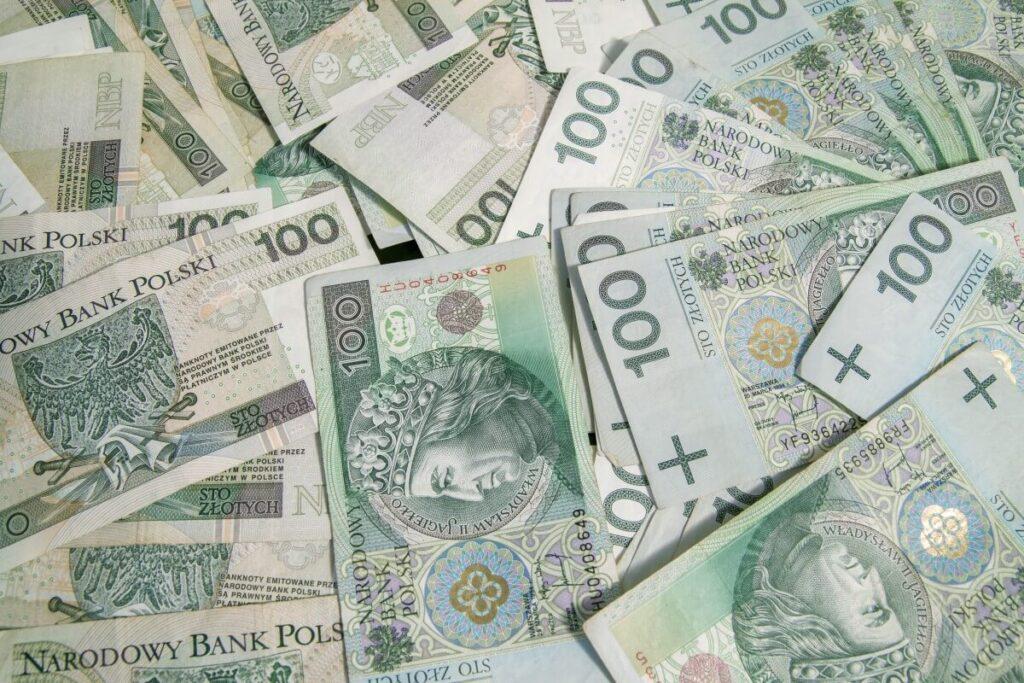 pieniądze na wynajęcie hostessy