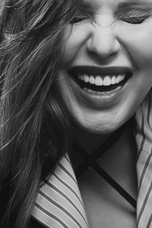 uśmiechnięta hostessa